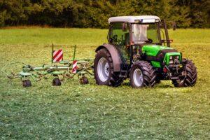 tractors-3571452_1280
